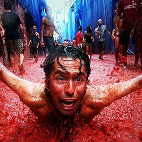 Throw tomatoes at La Tomatina - Bucket List Ideas