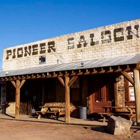 🍴 Eat at the Pioneer Saloon in Nevada - Bucket List Ideas