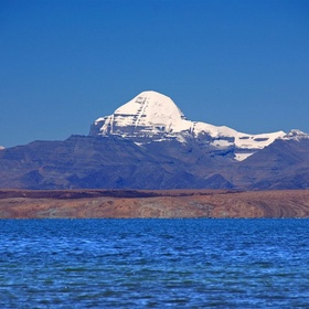 Meditate at the foothills of Mount Kailash and Drink from Manasarovara Lake - Bucket List Ideas