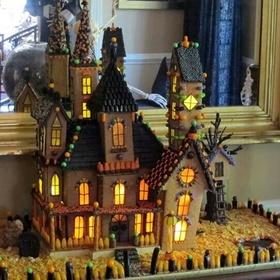 Make a halloween gingerbread house - Bucket List Ideas