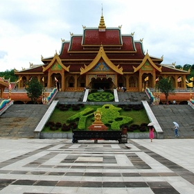 Visit a Buddhist temple - Bucket List Ideas