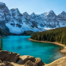 Visit Moraine Lake in Canada - Bucket List Ideas
