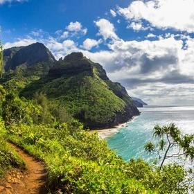 Hike the Kalalau trail in Hawaii - Bucket List Ideas