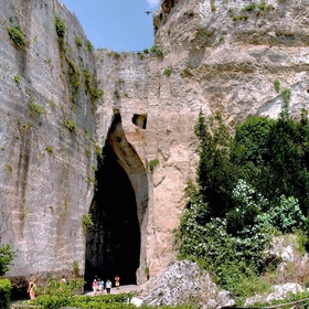 Visit the ear of Dionysius in Italy - Bucket List Ideas