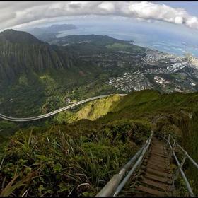 Climb Haiku Stairs, Oahu, Hawaii(stairway to heaven) - Bucket List Ideas