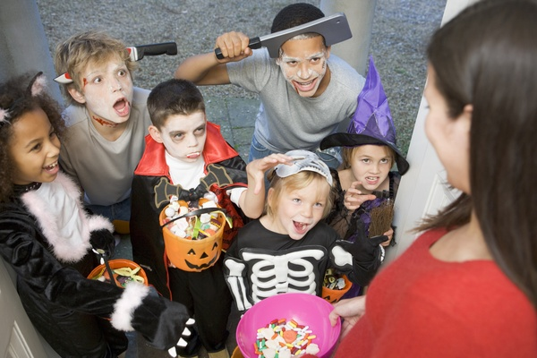 Pass out candy to trick-or-treaters - Bucket List Ideas