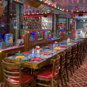 🍴 Eat at The Bubble Room in Florida - Bucket List Ideas