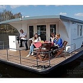Spend holidays on a house boat - Bucket List Ideas