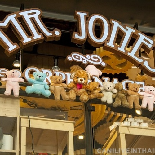 🍴 Eat at Mr. Jones Orphanage in Thailand - Bucket List Ideas