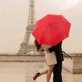 Share a kiss on the eiffel tower - Bucket List Ideas