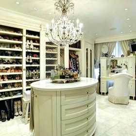 Have and fill a walk in closet - Bucket List Ideas