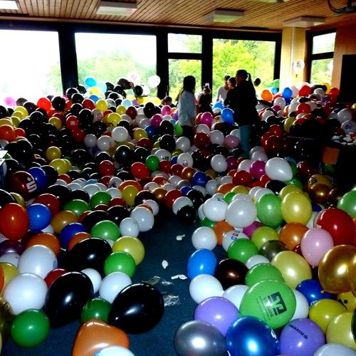 Einen Raum mit Luftballons füllen - Bucket List Ideas