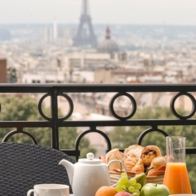 Drink coffee with croissant in Paris - Bucket List Ideas