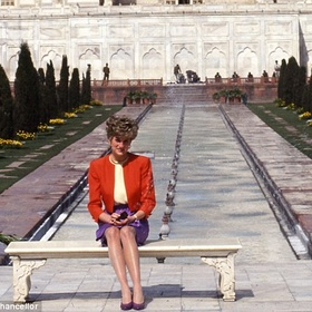 Visit the Taj Mahal and have my picture on the Princess Diana Bench! - Bucket List Ideas