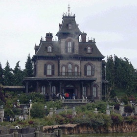 Visit a Haunted House - Bucket List Ideas