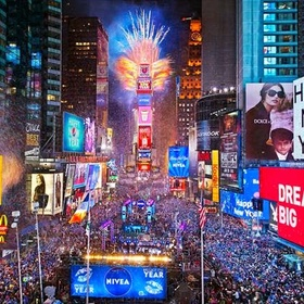 Go to NYC on New Years Eve - Bucket List Ideas