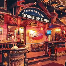 Go to a Blues Bar in Chicago - Bucket List Ideas
