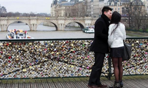 Add to the love lock bridge in Paris - Bucket List Ideas