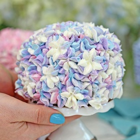 Make Hydrangea Cakes - Bucket List Ideas