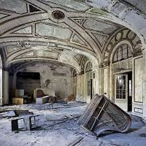 Explore The Ruins of Detroit - Bucket List Ideas