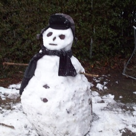 Build a snowman - Bucket List Ideas