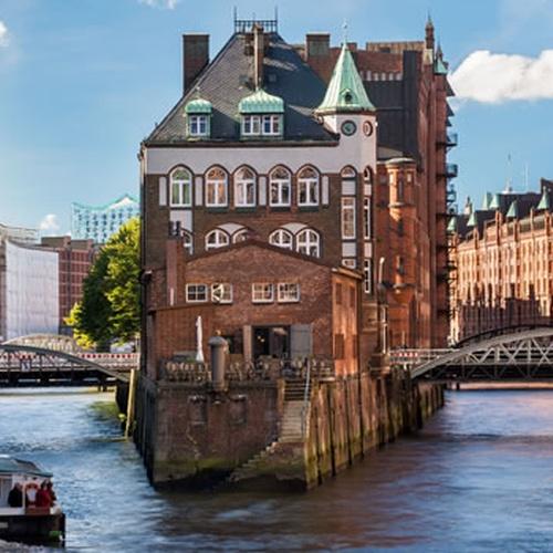 Dinner on Wasserschloss Hamburg - Bucket List Ideas