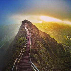 Walk Ha'iku Stairs in Hawaii - Bucket List Ideas