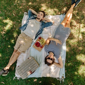 GO ON A ROMANTIC PICNIC - Bucket List Ideas