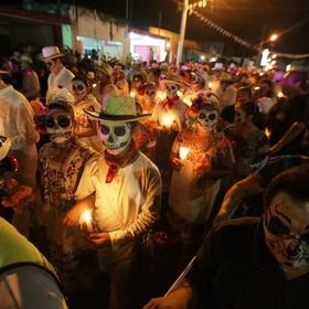 Celebrate dia de los muertos in mexico - Bucket List Ideas