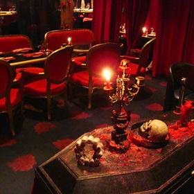 🍴 Eat at Vampire Cafe Restaurant in Japan - Bucket List Ideas