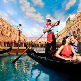 Ride on a Gondola in Venice, Italy - Bucket List Ideas