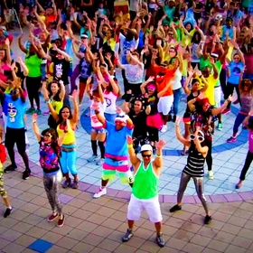 Join/Organize A Flash Mob - Bucket List Ideas