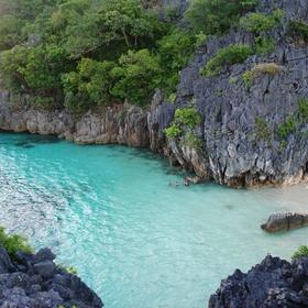 Go island hopping in the Caramoan Islands - Bucket List Ideas