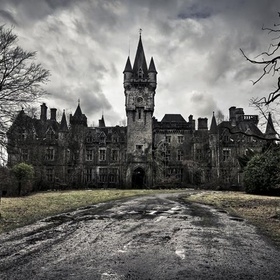 """Visit a """"real"""" haunted house/place - Bucket List Ideas"""