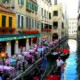 Eat Pasta and Pizza in Venise - Bucket List Ideas