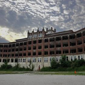 Explore Waverly Hills Sanatorium in Louisville, Kentucky - Bucket List Ideas