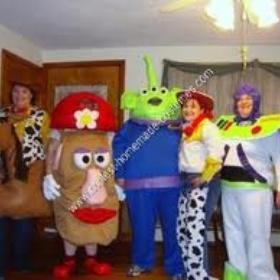 Group costume on Halloween - Bucket List Ideas