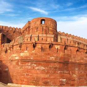 Visit the red fort of Agra in India - Bucket List Ideas