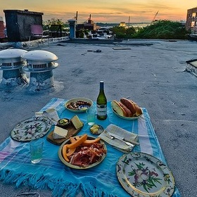 Have a picnic on the roof of a building - Bucket List Ideas