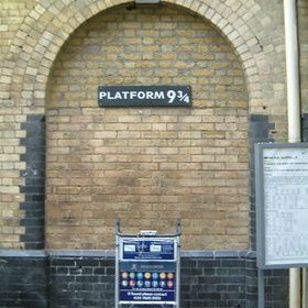 Be photographed at platform 9 3/4 - Bucket List Ideas