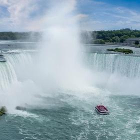 Feel the mist of Niagara Falls - Bucket List Ideas