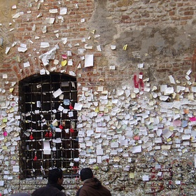 Leave a Letter for Juliet on her Wall - Bucket List Ideas