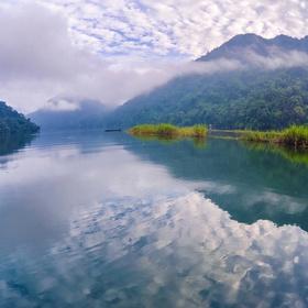 Canoe on Ba Be Lake in Vietnam - Bucket List Ideas