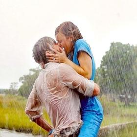 Kiss in the pouring rain - Bucket List Ideas