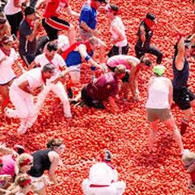 Throw a tomato at La Tomatina - Bucket List Ideas