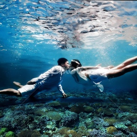 Kiss under the water & sea - Bucket List Ideas
