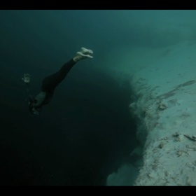 Go diving in Dean's Blue Hole - Bucket List Ideas