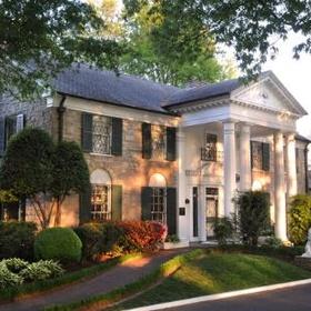 Visit Graceland (Home to Elvis Presley) in Memphis, Tennessee - Bucket List Ideas