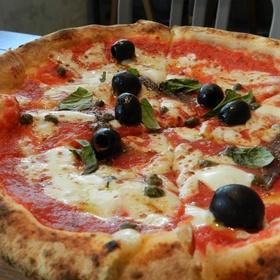 Eat pizza in Naples, Italy - Bucket List Ideas