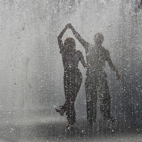 Dance in the rain with someone special somewhere special - Bucket List Ideas